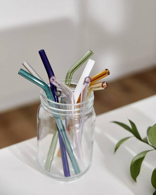 Sử dụng ống hút thủy tinh bảo vệ môi trường